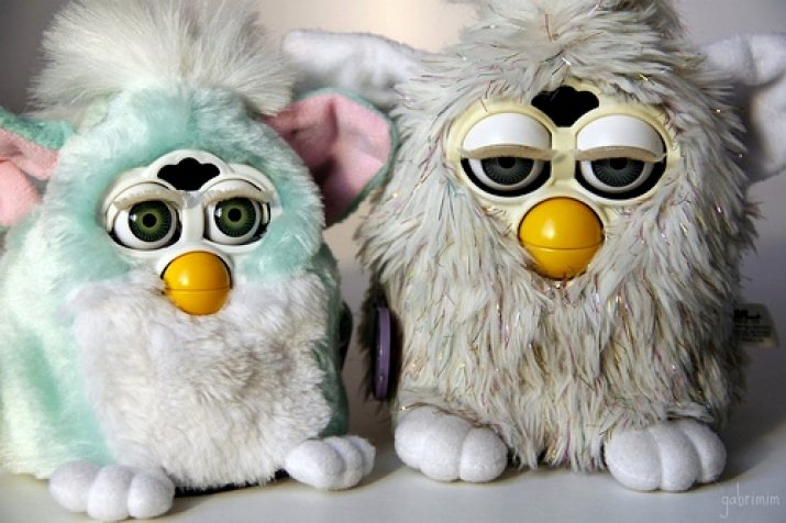 "Self-Declared ""90s Kid"" Unable to Name Cultural Touchstone Other than Furby"