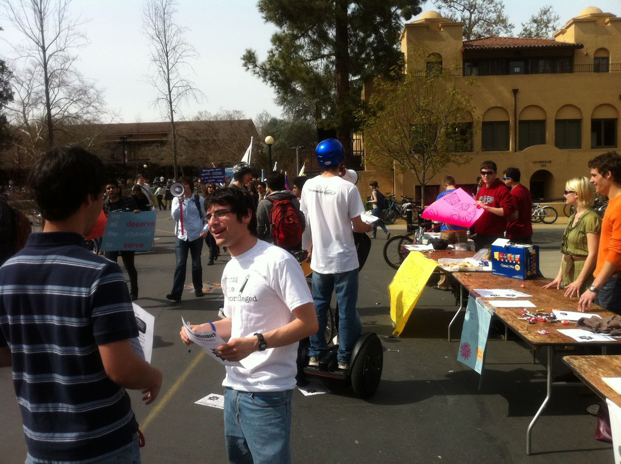 Stanford Groups Hold Activities Fair to Recruit New Members
