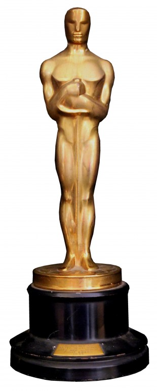 Uh Oh: The Oscar Statue Came To Life And He's Very, Very Horny